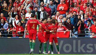 07413ea5f Liga Narodów: Portugalia w finale. Cristiano Ronaldo posłał na deski  Szwajcarię