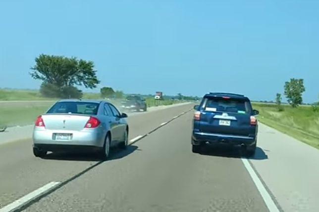 Pijany jechał po autostradzie. Kierowcy wymierzyli sprawiedliwość