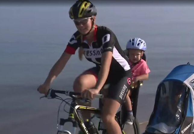 Samotna matka rusza na rowerową wycieczkę z 3-letnim synkiem
