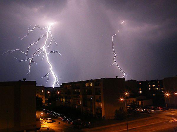 Uwaga na burze. Gwałtowne opady deszczu i gradu w całej Małopolsce