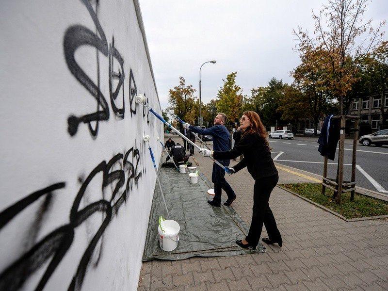 Wulgaryzmy na murach Polonii. Ratusz walczy z uliczną agresją