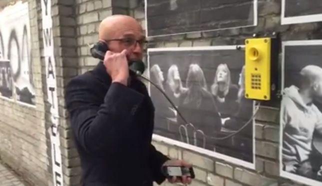 """Na Pradze pojawiła się darmowa budka telefoniczna. """"Wolna linia dyplomatyczna"""""""