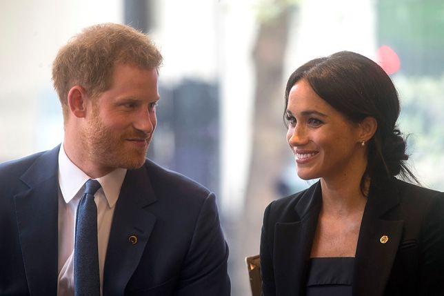 Księżna Megan i książę Harry na spotkaniu kolędowym. Uroczy rodzinny obrazek