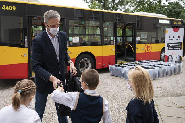 Warszawa. Miejskie autobusy ufundowały zestawy dla dzieci
