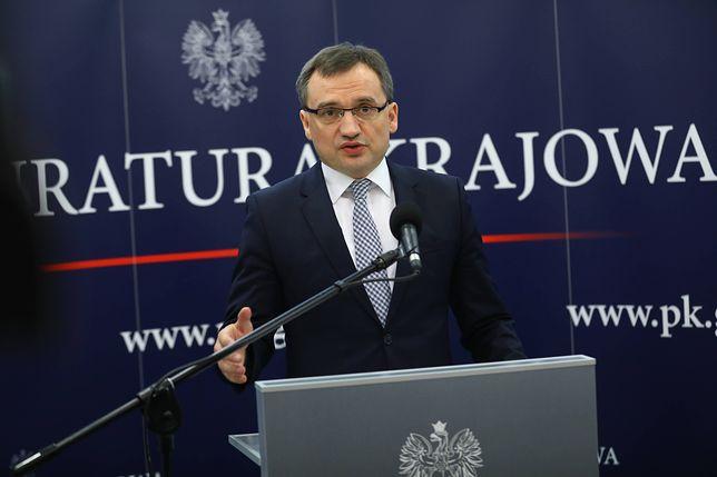 Zbigniew Ziobro polecił umorzyć postępowanie ws. uzycia broni przez napadniętego właściciela kantoru
