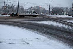 Warszawa. Na ulice, którymi kursują autobusy wyjechało 170 posypywarek