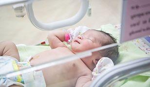 Wciąż nie jest znane miejsce pobytu noworodka porwanego przez rodziców ze szpitala.