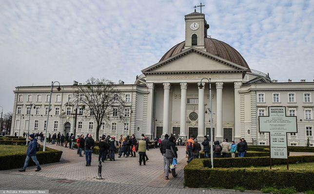 Bydgoszcz. Proboszcz udostępnił bazylikę, by dać schronienie bezdomnym