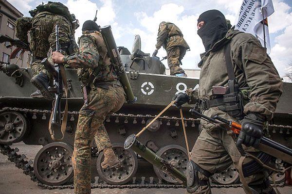 Wielka Brytania przekazała Ukrainie samochody opancerzone