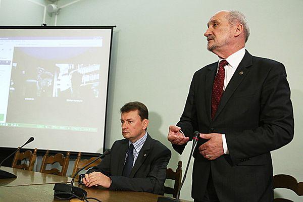 Poseł PiS Antoni Macierewicz i polityk PiS Mariusz Błaszczak