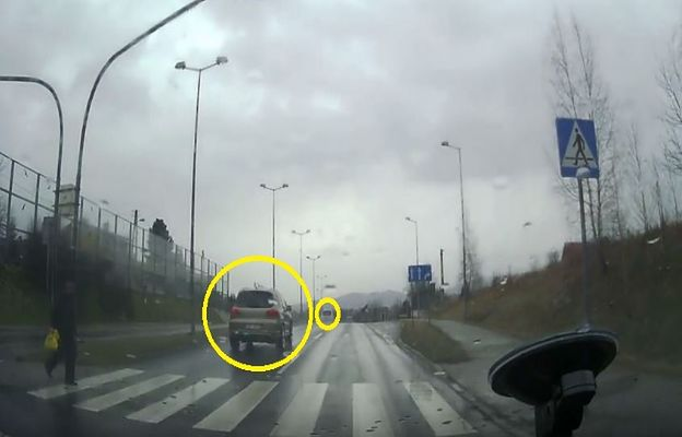 Bezmyślność kierowców poraża. Przepisy mieli za nic