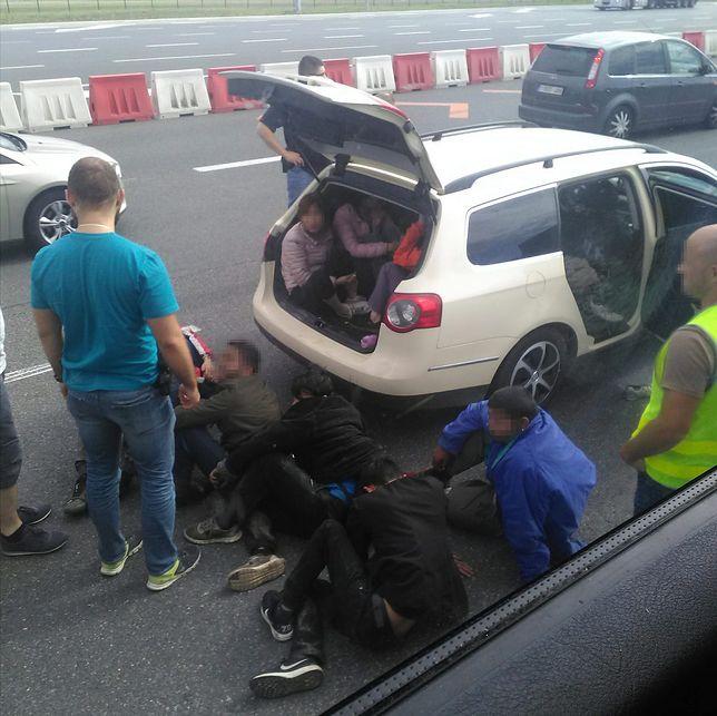 Kilka osób jechało w bagażniku