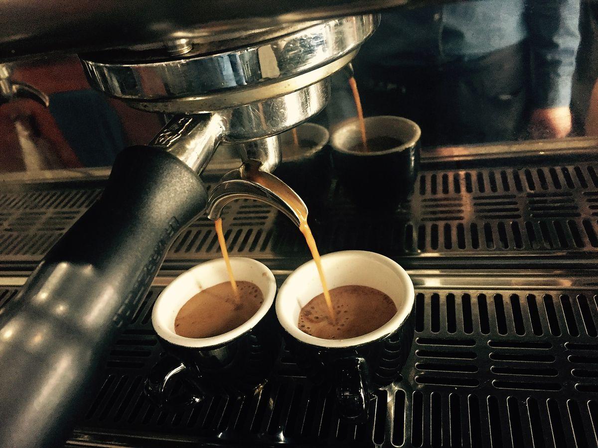 Ceny kawy na świecie spadają. A w Polsce drogo jak nigdy