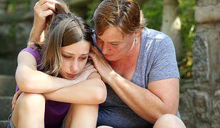 """""""Moja córka tygodniami nie wstaje z łóżka"""". Jak wygląda życie z dzieckiem z depresją?"""