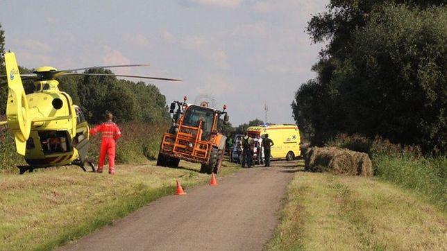 Pijany Polak uderzył w drzewo i uciekł. W aucie zostali ranni pasażerowie