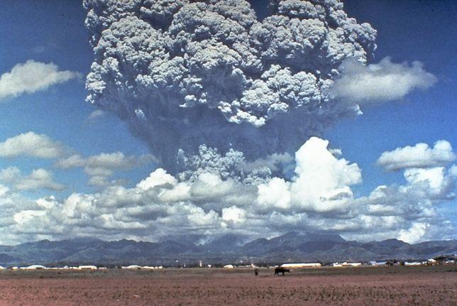 Erupcja wulkanu Pinatubo.