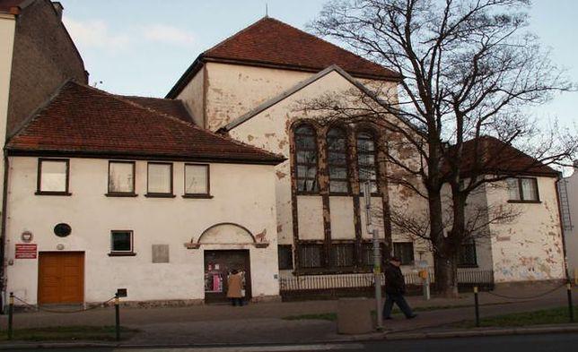 Gdańscy policjanci zatrzymali 31-latka. Rozbierając się, próbował wejść do synagogi i ubliżał znajdującym się w środku kobietom