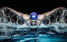 Pływanie żabką – jak poprawnie pływać i jakie są tego zalety