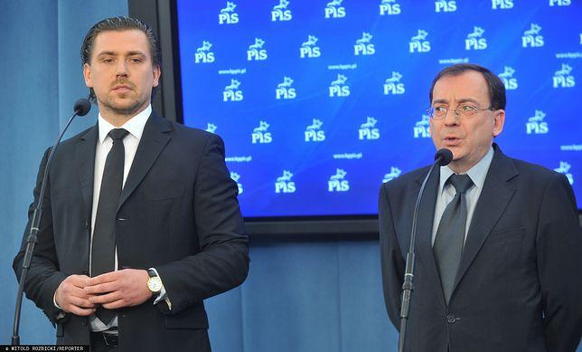 Od lewej: Tomasz Kaczmarek (były agent CBA i były poseł PiS)  oraz Mariusz Kamiński (były szef CBA oraz szef MSWiA)