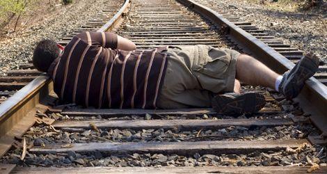 Niscy mężczyźni częściej popełniają samobójstwa