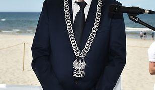 Atak na burmistrza Łeby. Andrzej Strzechmiński napadnięty przez człowieka z nożem