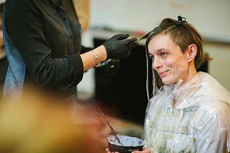 Makijaż, nowa fryzura i modne ubranie. Jeden dzień, który zmienia życie ofiar przemocy