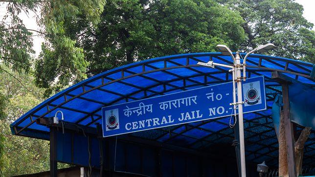 Główne wejście do więzienia Tihar w Delhi