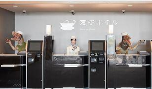 """W istniejących już obiektach sieci """"Henn-na Hotels"""" gości na recepcji witają trzy przemiłe roboty"""