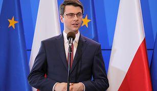 Piotr Müller: korzenie chrześcijańskie są uwidocznione m.in. poprzez krzyż w Sejmie