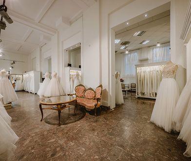 Ekspedientki schowały się na zapleczu salonu sukien ślubnych. Bały się, że klientki z Indonezji są nosicielkami koronawirusa