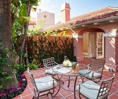 Hotel ma do dyspozycji 5 apartamentów otoczonych ogrodami