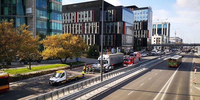 Warszawa. Duży korek na Mokotowie po wypadku w pobliżu Galerii Mokotów