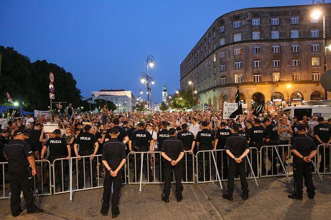 Rocznica katastrofy smoleńskiej w Warszawie. Zamknięte ulice, place i skwery