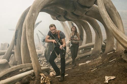 Tom Hiddleston i Brie Larson fot. Warner Bros.