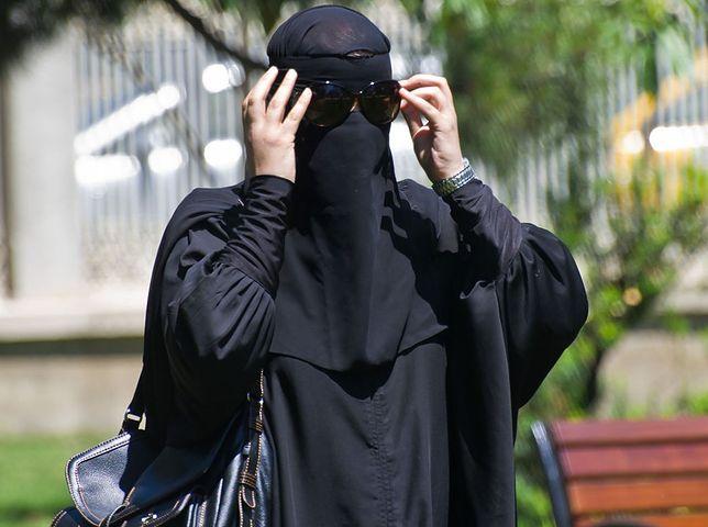 Kobieta ubrana w burkę wzbudziła niepokój współpasażerki w legnickim autobusie