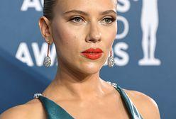 Scarlett Johansson kipiała seksapilem. Odsłoniła całe wytatuowane plecy