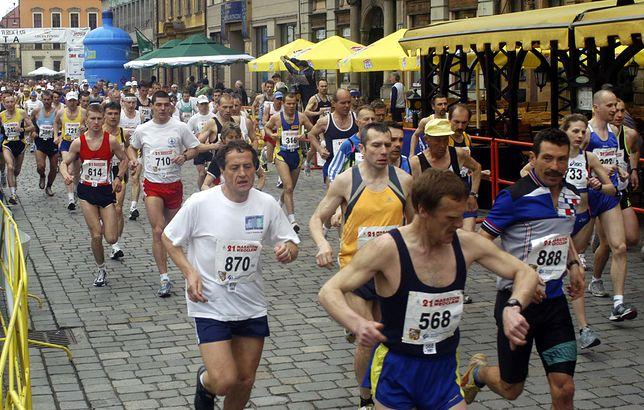 Maraton wrocławski zostawił po sobie góry śmieci