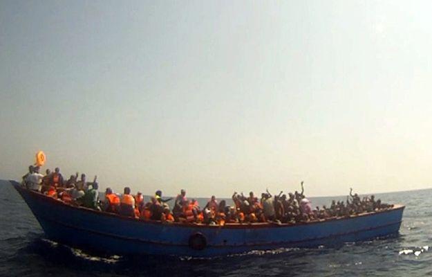 Włoska marynarka ratuje imigrantów, ale na morzu wciąż giną ludzie