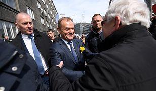 Donald Tusk podczas przejścia do prokuratury