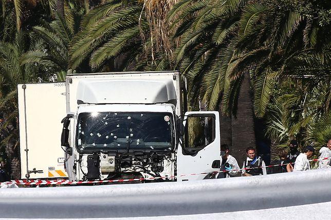 Ciężarówka terrorysty, który zabił 86 osób na bulwarze w Nicei