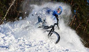 Zapaleni rowerzyści wsiadają na swój jednoślad nie tylko latem, ale i zimą