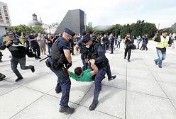 Gorąco przed pomnikiem smoleńskim. Interwencja wojska i policji