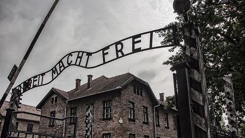 Twitter będzie usuwać wpisy negujące Holokaust. Podobnie jak Facebook