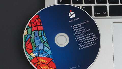 Miliony płyt CD trafiają do klientów banków: prawo wymaga trwałego nośnika