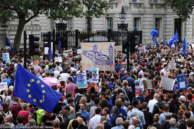 """""""Brytyjski parlament w kwestii brexitu jest równie podzielony jak cały naród"""" - czytamy"""