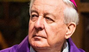 """Skandalista wraca z """"życia w odosobnieniu"""". Abp Paetz mimo zakazu koncelebrował mszę"""