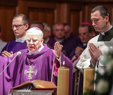 Arcybiskup Marek Jędraszewski. Z jego biogramu zniknęły dwa kontrowersyjne nazwiska