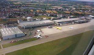 Lotnisko Stuttgart jest położone blisko osiedli mieszkaniowych