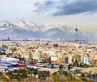 Teheran jest stolicą i największym miastem Iranu, zamieszkałym przez ok. 15 mln osób
