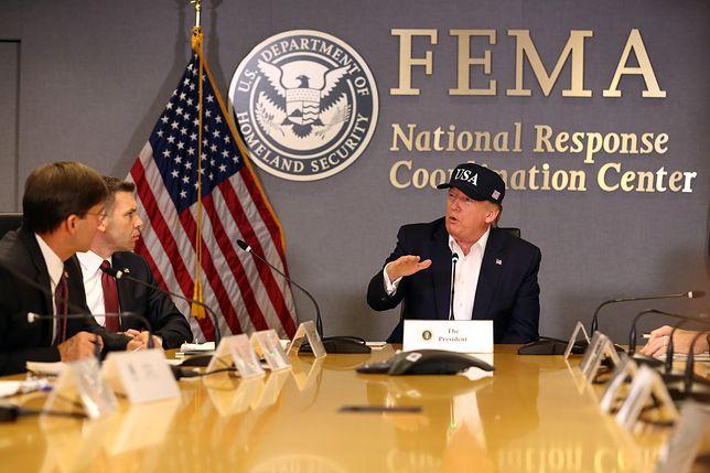 Donald Trump w centrum Federalnej Agencji Zarządzania Kryzysowego (FEMA).